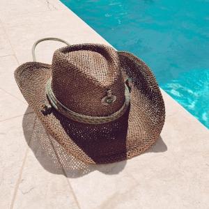 Vaquero #custommade hats 🤩☀️💓#endlesssummer #ibiza  . #boho #hoed #hat #cowboy #vaquerostyle