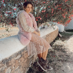🌸Daydreaming... 🍁💖✨#ibiza  . Alaska boots & @nicacanica dress #dreamoutfit now with discounts on our webshop 📲🛍🎉 . www.emonkibiza.com  . #boho #style #lasdaliasibiza #moonboots #aspen