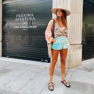 📍🦎☀️Ibiza city adventures in our black  Formentera rope sandals with @laurensophiemessack 🥰 Available online 📲 now ✌🏻💓 . . #ibiza #lifestyle #ropesandals #bohemian #summervibes #ibizastyle