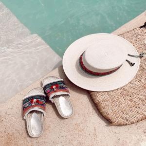Ibiza essentials for a unique summer style #ibizastyle ✌🏻💓🐚 . . 🛍 ISLA HATS & CALA SALADA SLIDES on sale!! Last sizes!!!🛍📲 . #boho #bohemian #love #hippiechic