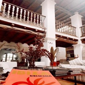 🌺 Hidden gems of Ibiza to fall in love @casgasi ❣️ #recharging #inspire #littlebreak #ibiza #slowlife
