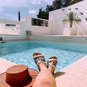 🌴A soul full of sunshine ☀️💗#ibiza #slowlife in our Cala Salada #slides and  Isla hats #oneofakind 🐚🌸 Online now!  . . . #ibizaspirit #bohemian #lifestyle #love #amor #handmade #ibizalovers #hat #hoed