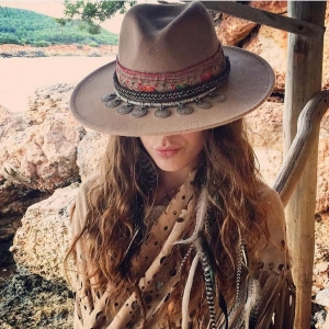 👒✨Details to fall in love 🍁#oneofakind #emonk #ibicenco #hats ✌🏻💗 . Now online!! Ahora online!! 🎉 . www.emonkibiza.com . #emonkibiza #embellished #bohemian #aw #sun #ibiza #love #feathers #lasdalias #ibizastyle #hat #style #festivalhat