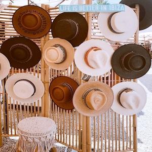 ✌🏻💓Corners of our beautiful booth at @lasdaliasibiza 🌺 ISLA HATS 🌺 #unique #madeinspain #slowfashion #ibiza  🛍📲 NEW HATS ONLINE NOW 📲🛍